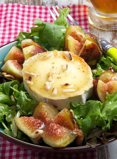 #Ensalada de Queso de Cabra con Higos y Vinagreta de Miel y Mostaza, un placer para el paladar. Fig Recipes, Veggie Recipes, Real Food Recipes, Gourmet Appetizers, Appetizer Salads, Healthy Diet Recipes, Healthy Foods To Eat, Healthy Life, Aperitivos Finger Food