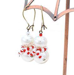 Snowman Earrings!.... Utilisez des perles à s'accumuler beau bonhomme de neige de Noël ...