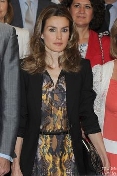 Princess Letizia Princess Sofia, Princess Style, Work Fashion, Spring Fashion, Classy Women, Classy Lady, Princesa Kate, Glam Dresses, Queen Letizia
