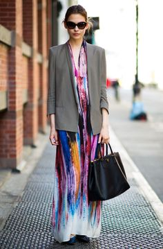 Streetstyle: Printed maxi dress and blazer