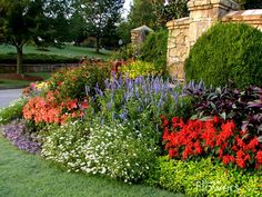 Beautiful garden, beautiful flowers, so many pretty plants and colors....Love this scene!