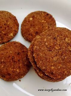 Ragi and Oats Chilli Pepper Crackers Diabetic Recipes, New Recipes, Cooking Recipes, Healthy Recipes, Dry Snacks, Savory Snacks, Healthy Meals For Kids, Healthy Dishes, Indian Foods