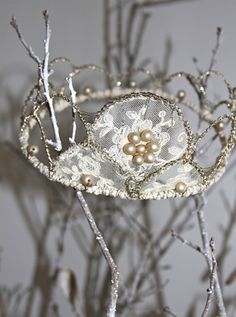 /jstregles/crowns/    711 crowns? love her site- so many can make twigs!