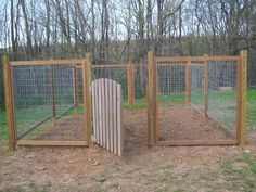 garden fence....this is what we need for ours b/c the animals...badger, deer, racoons....and who knows what else had a field day in our garden last yr! No matter what we did they still found a way to get in! Pen, Veggie Gardens, Garden Fencing, Chicken Wire, Vegetables Garden, Fence Design, Dog Kennels, Veget Garden, Garden Fences