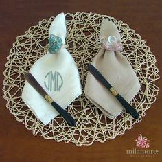 Hacé regalos personalizados con nuestras servilletas bordadas y nuestros servilleteros Shell.  ¡Elegí tu combicación preferida!  #Bordado #Personalizado #Regalos