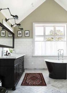 Anna Truelsen inredningsstylist: Reportage i Lantliv Bathtub Sizes, Diy Bathtub, Bathtub Remodel, Concrete Bathtub, Corner Bathtub, Wallpaper Bathroom Cabinets, Dream Home Design, House Design, Drawer Design