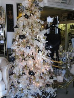 Black and White Christmas inspired by Paris decor | Chanel ...