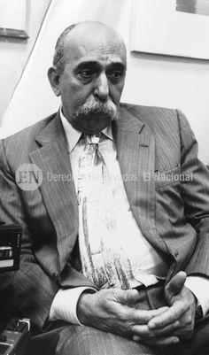 Oscar Yanes, periodista y cronista venezolano. 19-11-1991. (JOSÉ GRILLO / ARCHIVO EL NACIONAL)