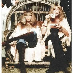 Post with 43 votes and 2344 views. Shared by JarJarDrinks. The Women Of Fleetwood Mac - Stevie Nicks and Christine McVie Hippie Boho, Bohemian Style, Hippy Style, Hippie Chick, Bohemian Design, Boho Gypsy, Stevie Nicks Fleetwood Mac, Fleetwood Mac Lyrics, Before Us