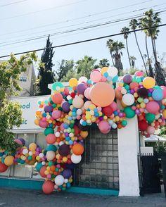 Geronimo Balloons - arte com balões por Jihan Zencirli Up Balloons, Balloon Arch, Balloon Garland, Birthday Balloons, Balloon Decorations, Birthday Bash, It's Your Birthday, Birthday Party Decorations, Birthday Parties