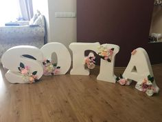 Fotografias de Irina Ungarova Flower Letters, Diy Letters, Letter A Crafts, Large Paper Flowers, Diy Flowers, 3rd Birthday Pictures, First Communion Cards, Baby Shawer, Bday Girl