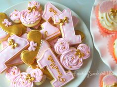 Pink and Gold Minnie Mouse Cookies, #minniemouse, #birthdayparty, Minnie Mouse Birthday Cookies