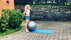 Break out your exercise ball, it's #workoutwednesday 😉💪 As always, slow this sequence down as I sped it up to fit it all in 😉 Reps as follows: 🙌Push-up knees in x12 🙌Hamstring curls x20 🙌Reverse crunch x15 🙌 Ab rollout x12 🙌 Reverse hyper extension x20 (big booty 🍑 squeeze) Annnd repeat 3-5 times through depending on your time & energy.  Are you going to get it done? 🙋♀️💪 https://video.buffer.com/v/5ae9f1463eae51884dff7bf7