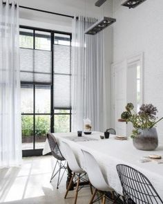 How To Determine The Right Window Coverings for Your House Living Room Modern, Living Room Interior, Home Living Room, Contemporary Decorative Pillows, House Blinds, Window Styles, Curtains With Blinds, Window Coverings, New Homes