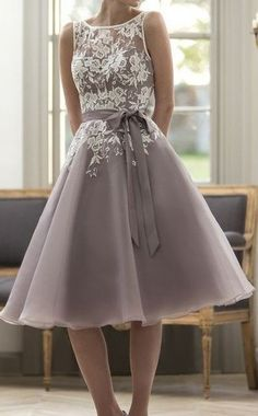 Vintage Organza Tea Length Bridesmaid Dress with Lace Applique