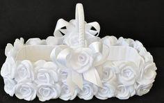 canastas para boda - Buscar con Google Wedding Gift Wrapping, Wedding Boxes, Wedding Crafts, Wedding Decorations, Persian Wedding, Flower Girl Basket, Art N Craft, Plastic Canvas Crafts, Diy Centerpieces