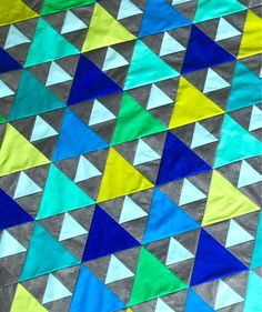 This quick and easy Triangle Peaks quilt pattern is fun to make and is great for showcasing some of your larger prints. The pattern offers a variety of sizes with clear and concise instructions and great visuals. Triangle Quilt Pattern, Triangle Quilts, Quilting Projects, Quilting Ideas, Fat Quarter Quilt, Scrap Busters, Half Square Triangles, Flying Geese, Easy Quilts