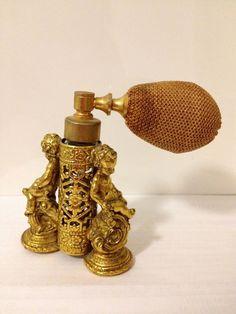 Antique Cherub Gold Gilt Perfume Bottle with Atomizer Perfume And Cologne, Perfume Atomizer, Antique Perfume Bottles, Parfum Mademoiselle, Bottle Images, Beautiful Perfume, Art Deco, Harems, Vintage Vanity