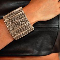 gümüş kaplama bileklik. çift kolda harika görünüyor. layersbydilara markasının e ler koleksiyonundan...