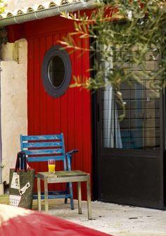 Sur l'Ile d'Oléron, joyeuses couleurs pour l'extérieur - Jolie déco sur les îles de Ré, Oléron et Yeu - CôtéMaison.fr