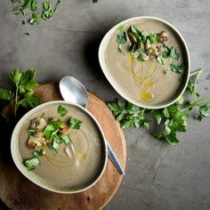 Mushroom & Lentil Soup with Miso. A rich vegan lentil mushroom soup with miso paste. A really delicious hearty lunch thats packed with beautiful flavours! Soup Recipes, Vegan Recipes, Cooking Recipes, Curry Recipes, Marinated Mushrooms, Stuffed Mushrooms, Parsnip And Apple Soup, Pea And Mint Soup, Recipes