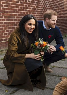 Meghan's Mirror - Chronicling the Chic, Classic and Casual Style Duchess of Sussex (the former Meghan Markle) Meghan Markle, Sussex, Prince Harry And Megan, Princess Meghan, Royal Engagement, Wrap Coat, Princesa Diana, Royal Fashion, The Chic