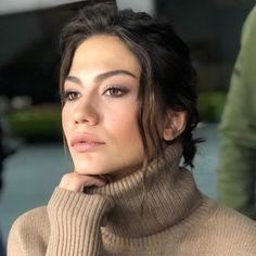 Demet Ozdemir was born in 26 February 1992 in Kocaeli. After then, Demet Ozdemir started to live with her mother in Istanbul Turkish Beauty, Turkish Fashion, Wavey Hair, Getting Divorced, Turkish Actors, Photography Women, Portrait, Pretty Face, Girl Crushes