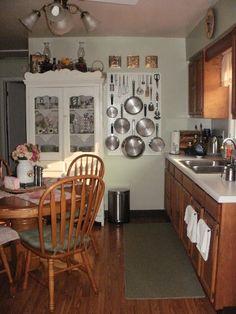 kitchen pegboard pot rack: triangular positioning