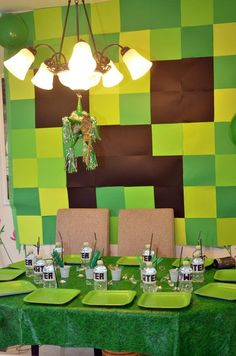Planning a big Minecraft party? We have found all the best ideas for the ultimate Minecraft party of all time - find your inspiration here. Minecraft Birthday Party, 6th Birthday Parties, Boy Birthday, Minecraft Birthday Invitations, Minecraft Party Games, Birthday Ideas, Minecraft Decoration, Mindcraft Party, Fiestas Party