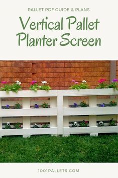Vertical Pallet Planter Screen Vertical Pallet Planter Screen The post Vertical Pallet Planter Screen appeared first on Pallet Diy. Recycled Pallets, Wood Pallets, 1001 Pallets, Outdoor Pallet Projects, Pallet Ideas, Fence Ideas, Front Yard Fence, Low Fence, Farm Fence