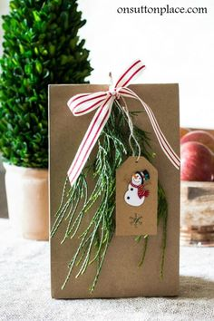 Christmas+Gift+Giving:+Packaging+ideas+and+tips.+Easy,+budget-friendly+ways+to+wrap+small+homemade+gifts+for+neighbors,+friends+or+co-workers.+Includes+ideas+for+the+gifts+too!