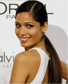 Freida Pinto, smooth low ponytail with side part The most beautiful hair ideas, the most trend hairs Party Hairstyles, Celebrity Hairstyles, Ponytail Hairstyles, American Women, Job Interview Hairstyles, Afro, Slick Ponytail, Freida Pinto, Professional Hairstyles