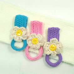 Ravelry: Daisy Towel Holder pattern by Claudia Lowman Crochet Kitchen, Crochet Home, Crochet Crafts, Crochet Yarn, Yarn Crafts, Crotchet, Crochet Towel Holders, Crochet Towel Topper, Knitting Projects
