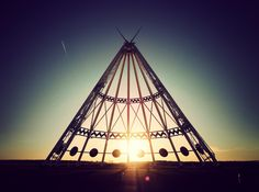 The Saamis Teepee is the world's largest Teepee, at 215 feet tall! Located just off of the Trans Canada Highway in Medicine Hat, Alberta, Canada. Florida Keys Camping, Camping In Ohio, Yosemite Camping, Yellowstone Camping, Camping Places, Camping World, Tent Camping, Trans Canada Highway