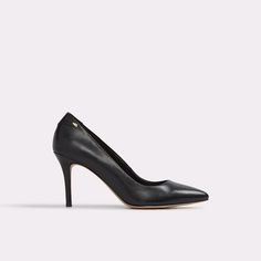 Beatritz Classic in silhouette, our Beatritz pumps are an everyday essential. The luxe leather construction and mid-stiletto heel combine for an effortlessly chic finish to a slew of outfits.