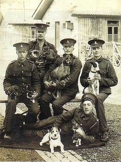 WWI dogs and handlers.