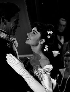 Audrey Hepburn in Mayerling 1957 Aubrey Hepburn, Audrey Hepburn Photos, Audrey Hepburn Style, Hollywood Icons, Old Hollywood Glamour, Classic Hollywood, Princess Aesthetic, Mode Vintage, Vintage Beauty