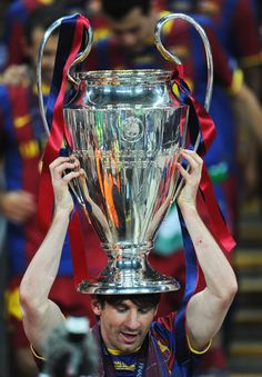 Messi with the third Ballon D'or, Fc Barcelona, Messi Photos, Uefa Champions League, Best Player, Lionel Messi, Football Players, Manchester United, Finals