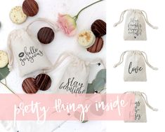 These little cotton canvas drawstring pouches make the cutest wedding favor gift bags for your guests! Simple and unique, these party goodie bags add an elegant touch to your party decor. Simply place in your cookies, sweets and treats and pull on the string to tighten. Mix and match with our napkins, place mats and table runners to create a gorgeous wedding table setting! #cottonandcanvasco #favorbags #wedding #love #spring #weddingseason #bridetobe #bridalshower #bridesmaids #favors…