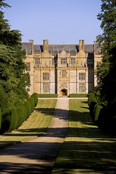 England, Somerset, Montacute. Montacute House is a magnificent Elizabethan renaissance Ham Hill Stone manor house used as the location for the 1995.