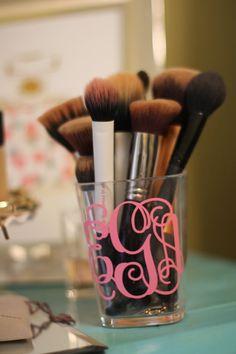 Personalized monogram vinyl initials design for make up brush holder. Vinyl Crafts, Vinyl Projects, Circuit Projects, Silhouette Projects, Silhouette Cameo, Makeup Brush Holders, Monogram Gifts, Monogram Shop, Monogram Decal