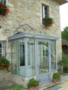 Cottage Porch, Cottage Exterior, Porch Doors, House Doors, Roof Design, Exterior Design, Enclosed Front Porches, Sas Entree, Glass House Design