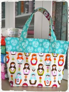 Rushed to complete this Day Tote yesterday afternoon, in time as a sample for this morning's Sewing Workshop. Like it?