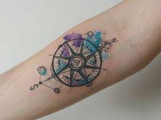 #tattoofriday - Baris Yesilbas e suas tatuagens aquareladas cheias de cor - bússola;