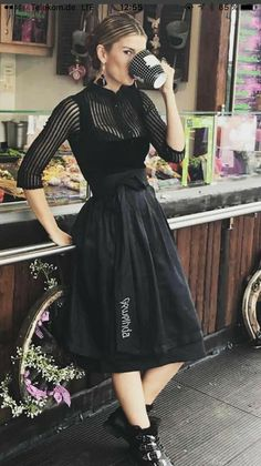 Antler& costume couture in black velvet with a high-necked lace . Dress Skirt, Dress Up, Fall Outfits, Cute Outfits, Costumes Couture, Look Vintage, Looks Style, Pretty Dresses, Designer Dresses