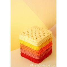 Playing with colors. Reds & Yellows #grannysquares #crocheting #crochetaddict #instacrochet #crocheted #crochetlove #ganchillo #ganxet #crochetblanket #igcrochet #cuadrados #colorfulhome #virka #uncinetto #grannysquaresrock #haken #häkeln #crochet #yarnlove #homedecor #yarn #fetamà #grannysquare by variaciones_en_su