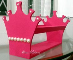 Linda peça feita para organizar as tiaras das princesas!!