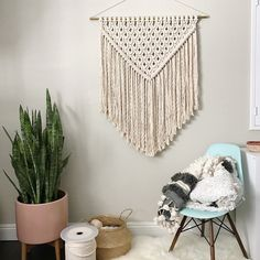 New macrame wall hanging and pattern available now. ✨