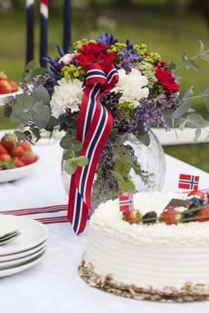 Norwegian Recipes, Norwegian Food, Public Holidays, Holidays And Events, What Is Patriotism, 70th Birthday, Happy Birthday, Norway National Day, Norwegian Style