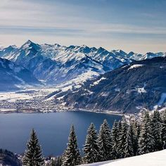 Nature perfection 😍 What an amazing view of the Zeller Lake and all the peaks lined up in a row, covered with snow. Photo by Dominik ( Zell Am See, Visit Austria, Central Europe, Salzburg, Mountain View, Alps, Travel Photography, Landscapes, Snow